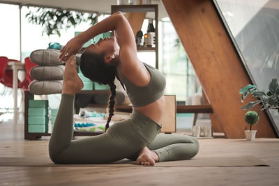 What you need to know about the new wave of free yoga in the U.S.